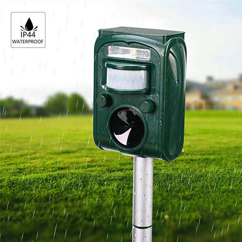 Garden Solar Powered Ultrasonic Outdoor Animal Repeller Motion Sensor Flash LED Light Dog Cat Raccoon Rabbit Animal Dispeller