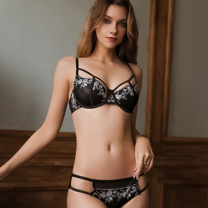 TERMEZY New Embroidery Lace Sexy Underwear Set Push Up Brassiere Plus Size Bra And Panty Set Black White Women Fashion Lingerie