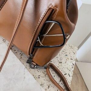 Image 4 - LEFTSIDE marque 2018 rétro moraillon sac à dos sacs en cuir PU sac à dos femmes sacs décole pour adolescents filles de luxe petits sacs à dos