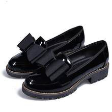 Butterfly Knot Women Flat Shoes Plus Size 42 Round Toe Bright Leather Shoes Woman England Style Spring Luxury Loafers