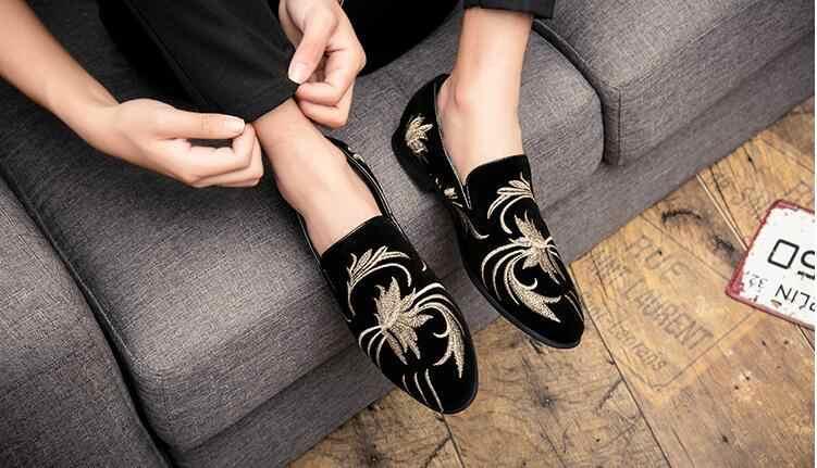 Bordado masculino sapatos formais masculinos casual apontou toe sapato plano flor patte moda masculina de couro preto condução sapatos vestido