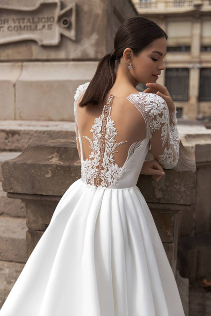 White A Line Wedding Dresses Boho Soft Satin Beach Bridal Gowns O-Neck Lace Princess Party Gowns Long Sleeves Bride Dress 2021 3