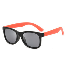 Ololo ou Children Polarized Sunglasses Floating in Water Sur