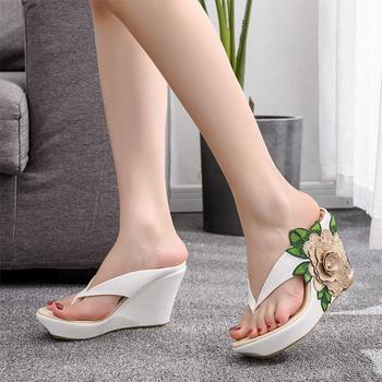 Klapki damskie damskie japonki aplikacje damskie dorywczo kliny slajdy damskie kwiaty buty obuwie damskie Plus rozmiar 33-42 tanie i dobre opinie okkdey CN (pochodzenie) RUBBER Super Wysokiej (8cm-up) 0-3 cm Pasuje prawda na wymiar weź swój normalny rozmiar FLIP FLOPS