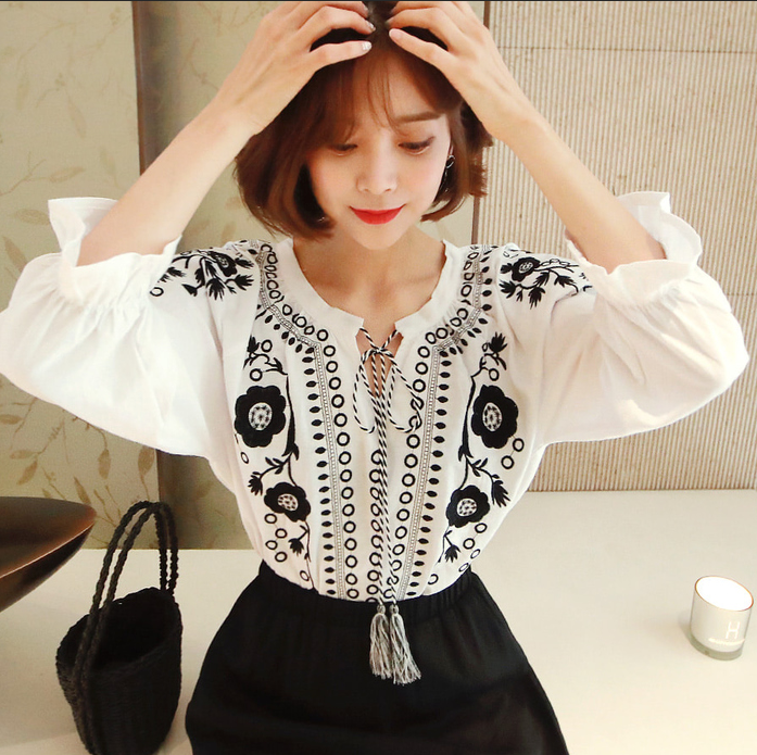Summer Spring Autumn Sexy Women  Embroidered Lantern Sleeve Blouse Shirt Women Long Sleeve Retro Loose Boho Blouse Tops Female