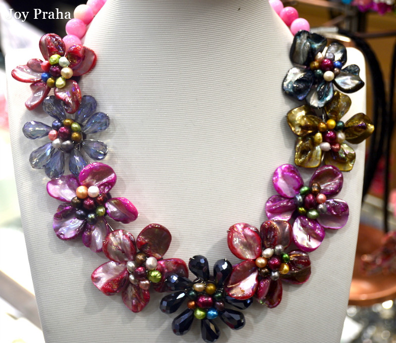 Collier de femmes de fleur de coquille colorée de perle naturelle/collier de fête de mode tricoté à la main/livraison directe en gros