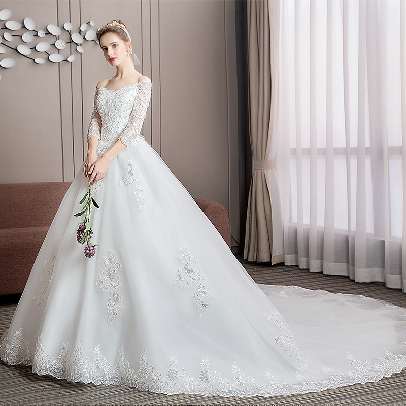 2020 Long Tail Half Sleeve Wedding Dress Princess Wedding Gown Lace V Neck Bridal Dress Plus Size