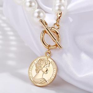 Kissme Klassische Acryl Perle Strang Halskette Für Frauen Gold Farbe Legierung Münze Königin Porträt Anhänger Halskette Neue Mode Schmuck