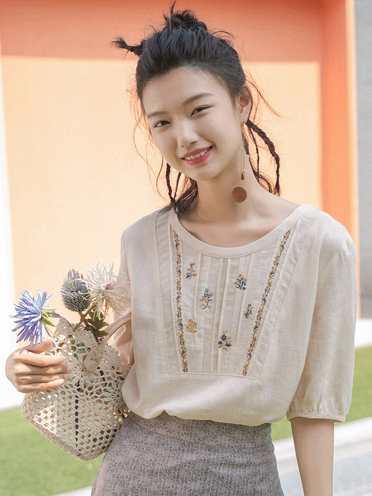INMAN 2020 Summer New Arrival Linen-cotton Viscose Round Collar Fold Embroidered Loose Short Sleeve Blouse