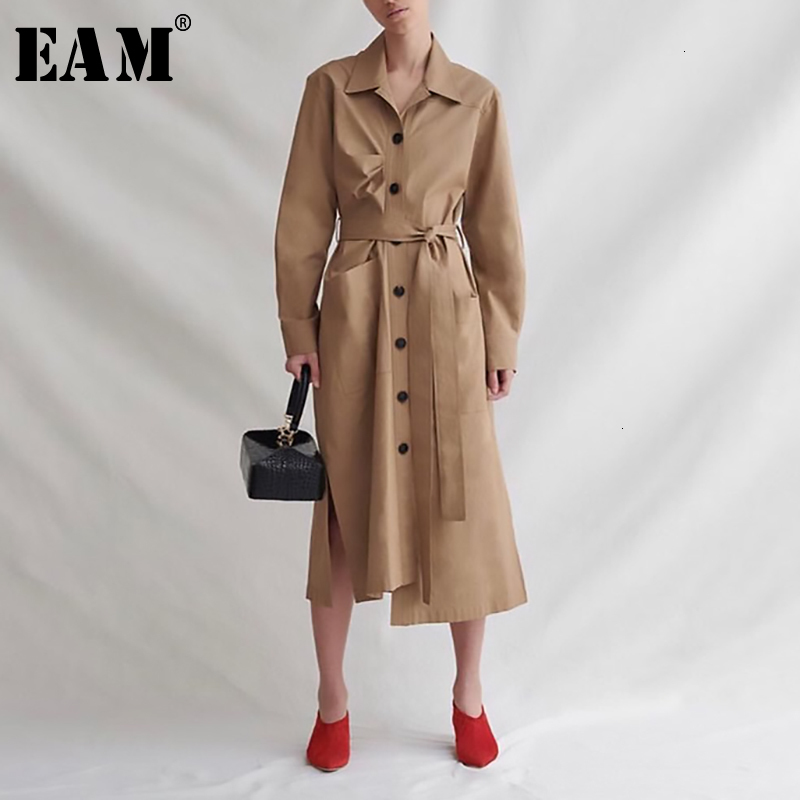 [EAM] Women Khaki Pleated Asymmetrical Trench New Lapel Long Sleeve Loose Fit Windbreaker Fashion Spring Autumn 2020 19A-a198