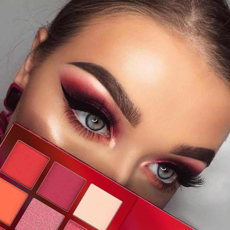 グリッターアイシャドウ 9 色のメイクアップパレットマットアイシャドウと輝きダイヤモンドアイシャドウパウダー顔料化粧品
