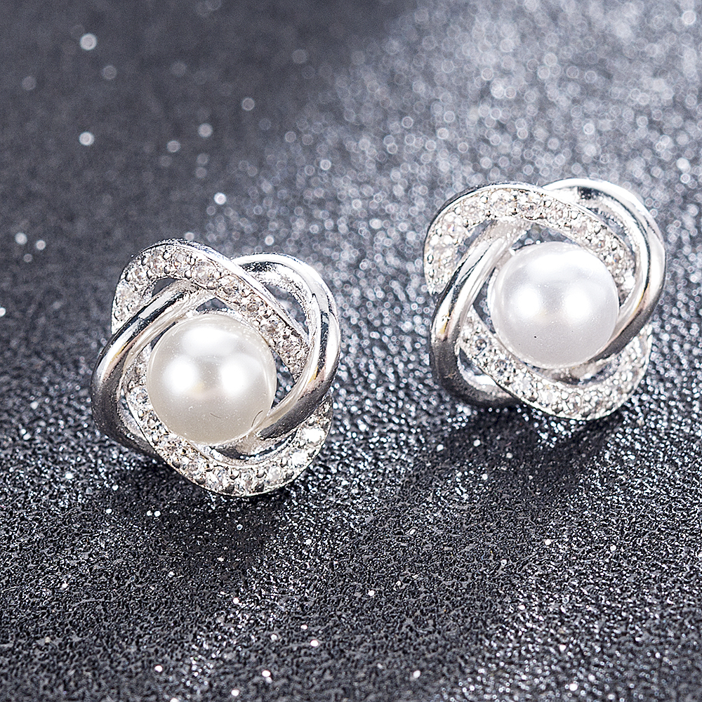 2020 NEW Fashion Plated Crystal Star Pearl Ear Stud Earrings For Women Wedding Jewelry Bridal Accessories Boucle D'oreille Femme(China)