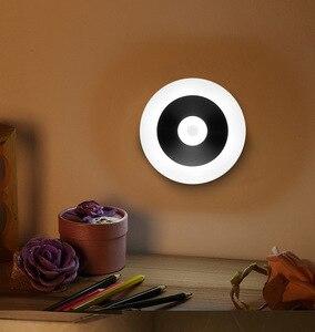 Veilleuse de nuit UFO à détection de mouvement alimentée par batterie canne LED-partout veilleuse avec lumière de couleur blanche