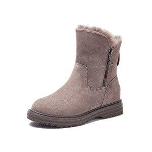 Image 2 - Del Cuoio genuino Pattini Delle Donne di Inverno Stivali Da Neve Caldo Scarpe Inverno Freddo Stivali Donna Caviglia Femminile Altezza Crescente scarpe 4.5 centimetri YX1668