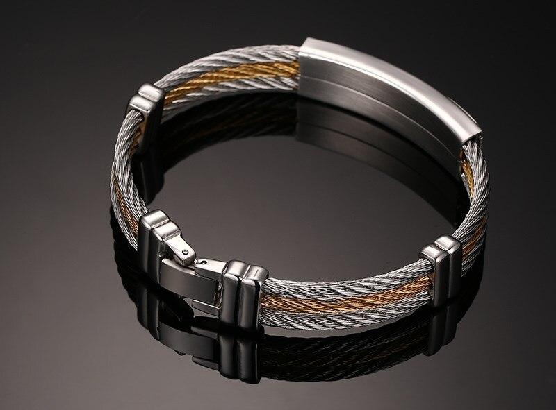 charme pulseiras corrente de ouro na mão
