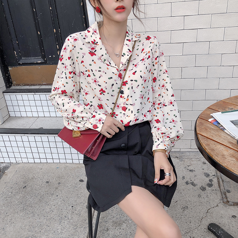 Mishow 2019 Autumn Women's Floral Shirt Korean Suit Collar V-neck Single-breasted Floral Printed Female Blouse MX19C4470