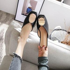 Image 3 - Echt Leer Muilezels Vrouwen Schoenen Metalen Decoratie Vierkante Teen Slippers Casual Chunky Hakken Slides Slip op Loafers Big Size Mule