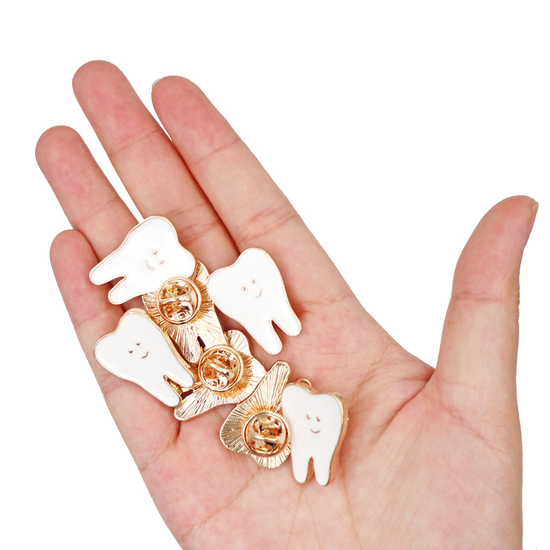Tooth Shape Brooches Alloy White Color Tooth Healthy Dentist Brooch Pins Very Cute for Dental Clinic Gifts