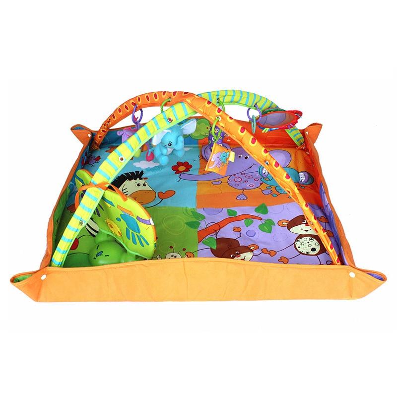 bebe que desenvolve o tapete musical do jogo do assoalho da esteira do gym para criancas