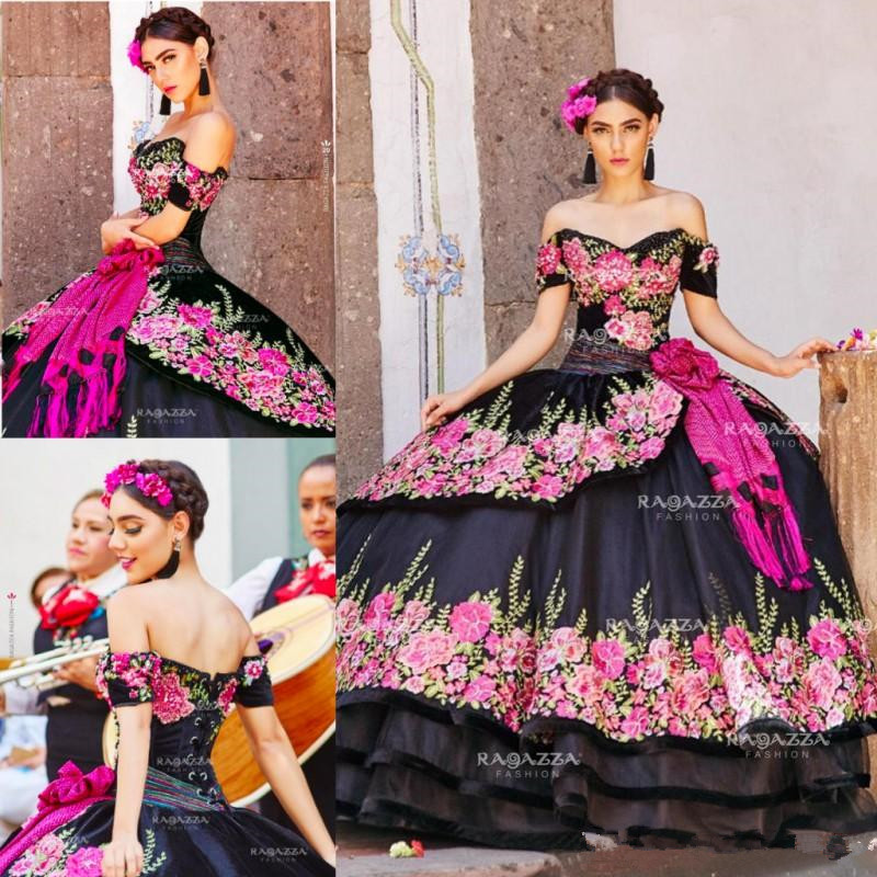 Black Ball Gown Quinceanera Dresses Off The Shoulder Neck Beaded Tiered Sweet 16 Dress Organza Flower Appliqued Masquerade Gown