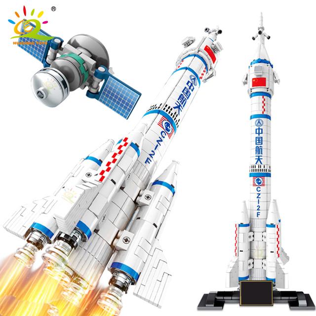 HUIQIBAO 904PCS Space Aviation Manned Rocket Building Blocks 2 Astronaut figure City Aerospace model Bricks Toys For Children