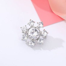 Cubic Zirconia Snowflake Brooches For Women Small Crystal Copper Pin Bijoux Femme Shining Zircon Brooch Flower Jewelry Good Gift cindy xiang colorful cubic zirconia daisy brooches for women sunflower brooch pin copper jewelry zircon corsage high quality