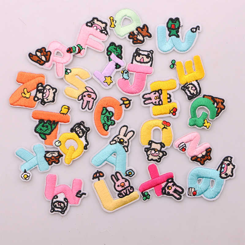 A-Z 1 قطعة الملونة الإنجليزية الأبجدية إلكتروني مع الحيوانات أيقونة زين ثلاثية الأبعاد الحديد على رسائل التصحيح للملابس شارات