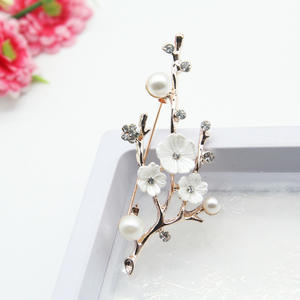 Handmade Natural Plum Blossom Brooches Pins For Women Vintage Freshwater Pearl Brooch Bouquet For Wedding Party
