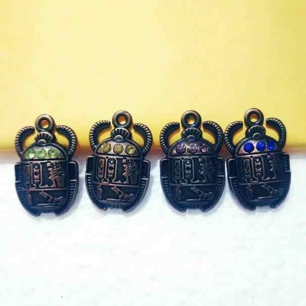 Collar cadena larga cadena con colgante escarabajo pedrería en oro o plata