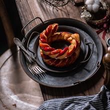 European Retro Metal Plate Handcrafted Round Vintage Storage Fruits Bread Tray With Handles Home Decoration Garden Restaurant