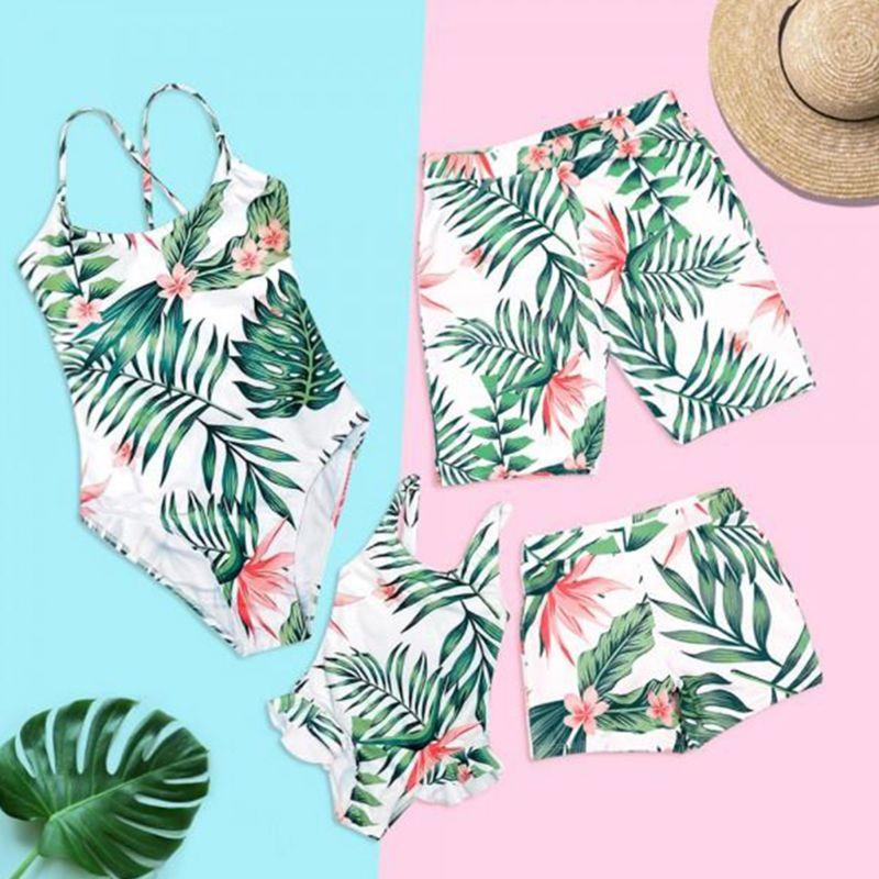 Семейные летние бикини в богемном стиле с тропическими листьями, Цветочный купальник, шорты для мамы, папы, девочек и мальчиков, пляжные
