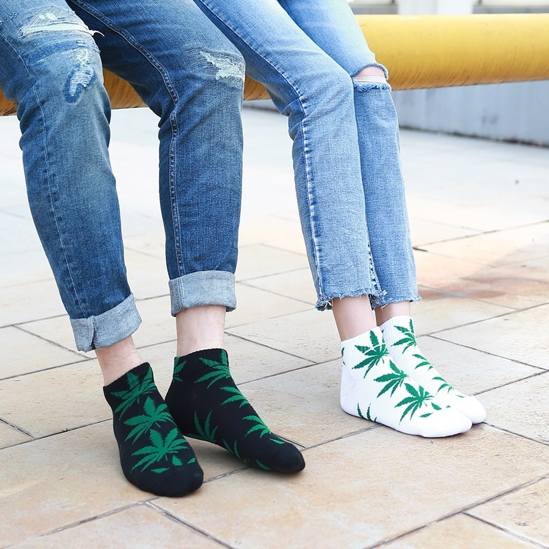 2019 New Female Cotton Leaves Print Skateboard Street Fashion Maple Socks Hip Hop Style Women Short Socks Women Skarpetki