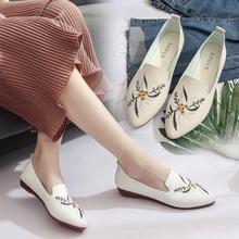 Сезон весна-лето; коллекция года; обувь из искусственной кожи на плоской подошве с вышивкой; женская обувь на плоской подошве; водонепроницаемые Мокасины с цветочным принтом; повседневная женская обувь на плоской подошве с острым носком