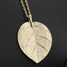 цена на European American Noble Vintage Alloy Leaf Pendant Necklace Simple Long Sweater Chain Necklace Fashion Jewelry Gifts For Women