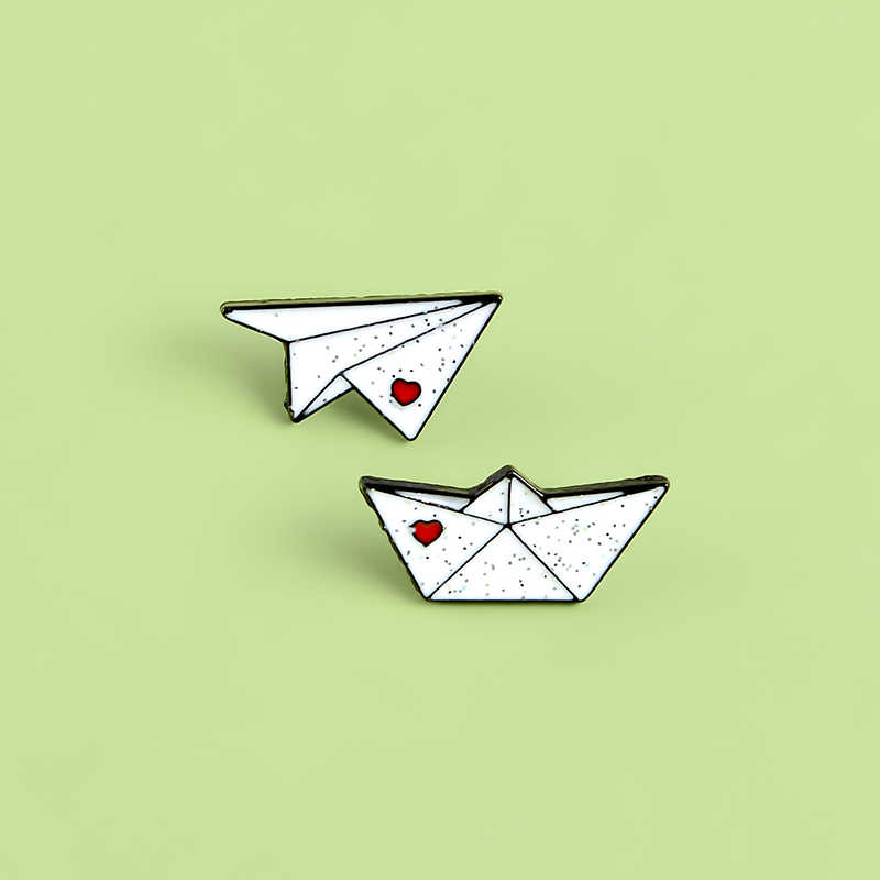 Pesawat Kertas Perahu Kertas Enamel Lencana Kartun Origami Bros Perahu Kertas Gadis Koboi Kerah Pin
