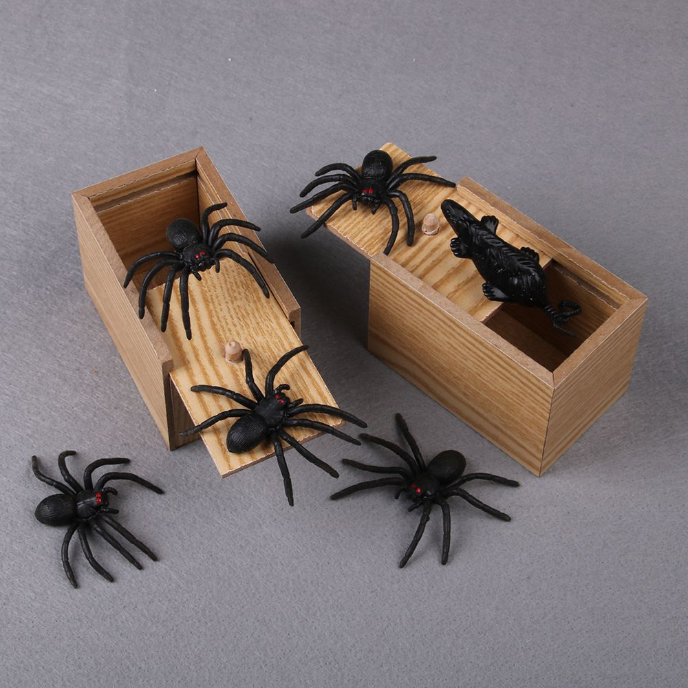 1PCS Novelty Prank Scare Spider Box Wooden April Fool's Day Surprise Lifelike Practical Joke Trick Play Scare ToyKids Funny Gift