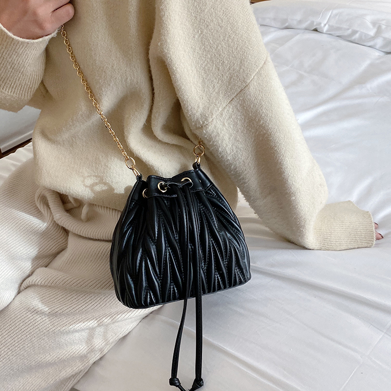 Women's Pleated Crossbody Bag Designer Luxury Shoulder Bags Female Tassel Bucket Handbag High Quality Messenger Bag Chain Tote