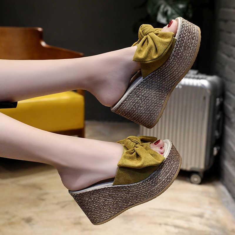 Marke Sommer Frauen Keil Hausschuhe Wildleder Appliques Bogen Plattform Schuhe Damen Slip-auf offene spitze Mode Dicken Boden Hausschuhe