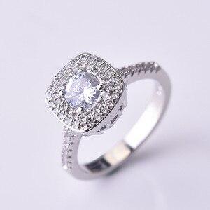 Image 2 - S925 prata cor quadrado anel de diamante para mulher 2 quilates anillos bizuteria jóias de casamento branco topázio pedra preciosa anel de diamante caixa