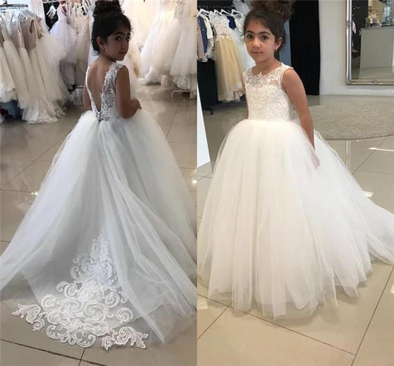 2020 New Cute Flower Girls Dresses For Weddings Lace Appliques Sweep Train Girls Pageant Dress Kids First Communion Gown