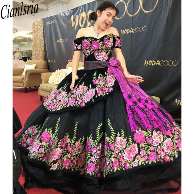 Printed Floral Lace Black Sweet 16 Dresses Off Shoulder Short Sleeves Sashes Open Back Quinceanera Dress Ball Gowns Prom Fashion