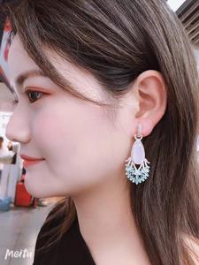 Image 5 - Hohl Schöne Pfau Schwanz Form Ohrringe Luxus dame Zirkon Wasser Tropfen Ohrringe Elegante XIUMEIYIZU Messing Schmuck Neue Heiße
