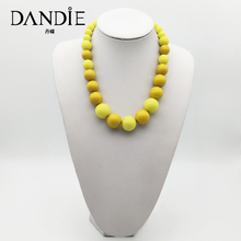 Dandie Fashionable multi-colored acrylic bead necklace.Simple accessories for women