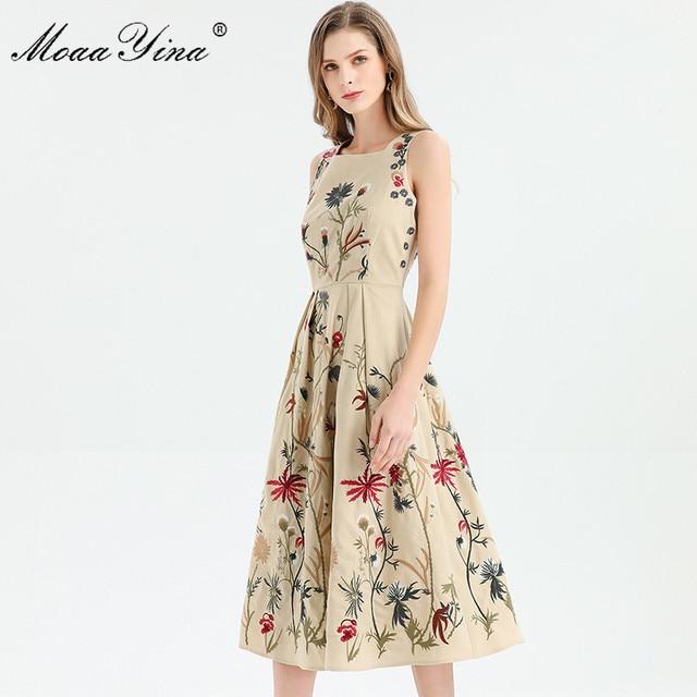 MoaaYina ファッションデザイナードレス春夏の女性はノースリーブ花刺繍エレガントなミディドレス