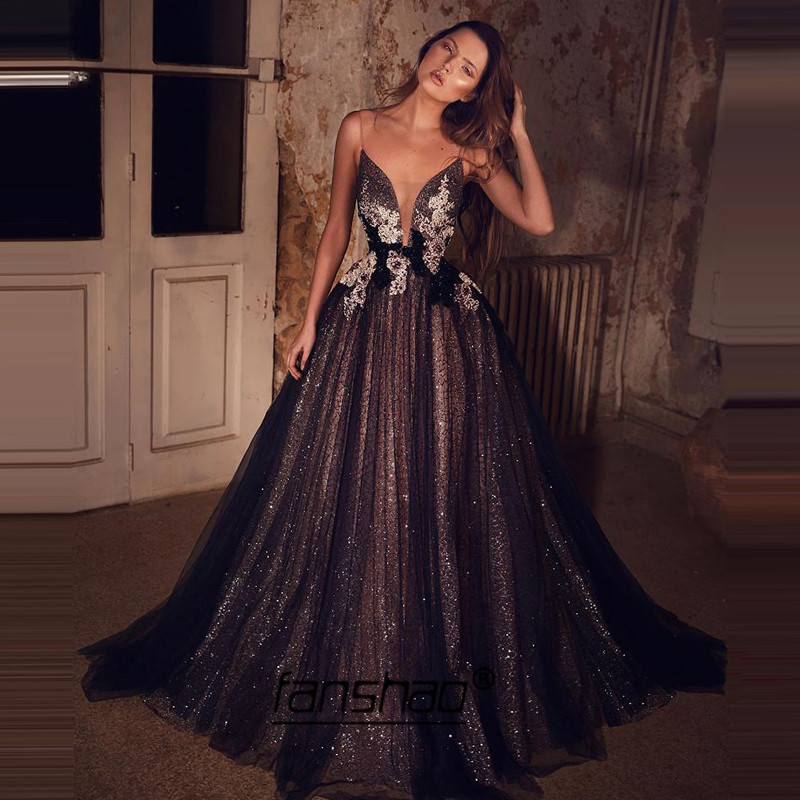 Illusion Evening Dresses Spaghetti Straps V-neck Black See Through Lace Dubai Saudi Arabic Evening Gown Boho Prom Dress