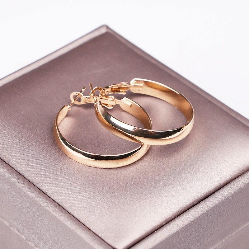 SMALL hoop earring (1)