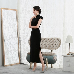 Image 4 - 2019 Vestido De Debutante New High Fashion Sleeveless Walk Show Velvet Cheongsam Long Retro Improved Fit Factory Direct Dress