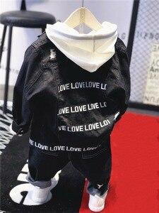 Image 3 - Vêtements de marque pour garçons et garçons, ensemble 3 pièces en coton, veste en Jean, sweat à capuche et jeans, avec lettres, offre spéciale