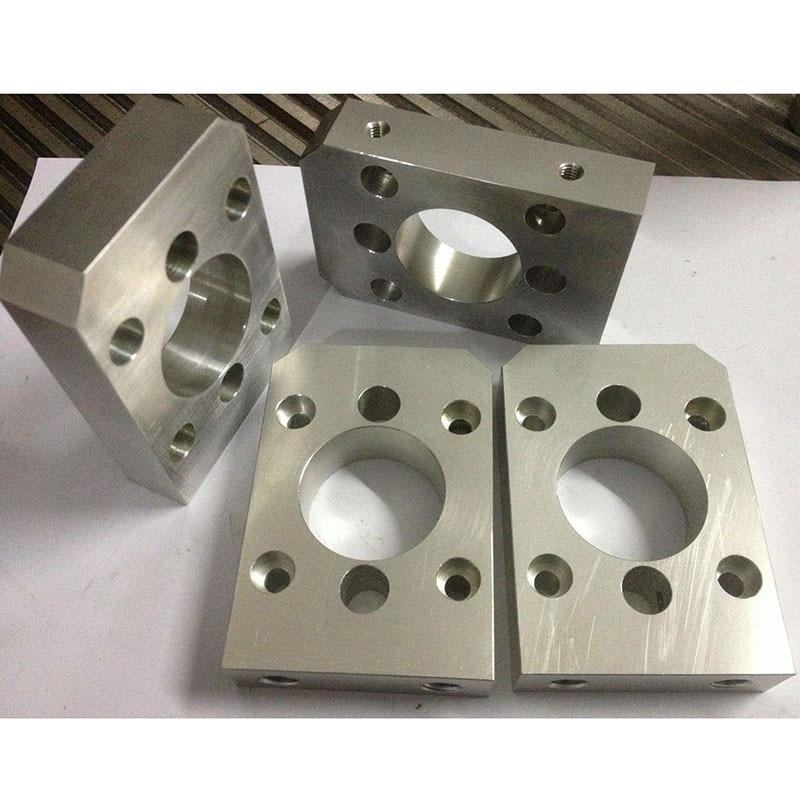Обработка деталей из нержавеющей стали и алюминия на станке с ЧПУ
