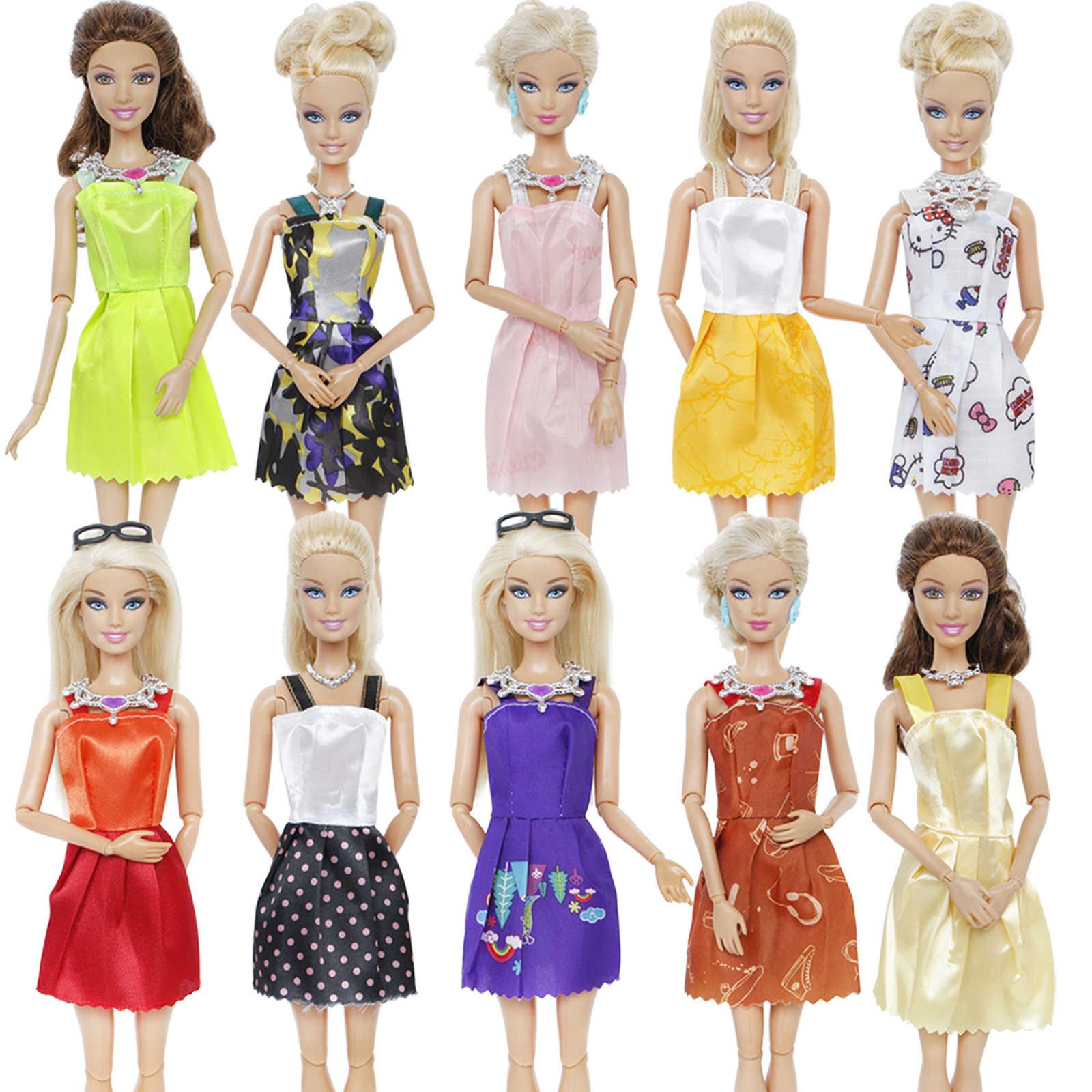 ランダム 18 個 = 12x 混合スタイルミニパーティードレス + 6x プラスチックファッションネックレススカートアクセサリー服バービー人形